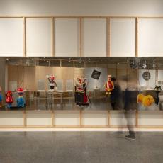 【撮影コーナー/鏡面シール貼り】<br /><br />京都国立近代美術館 「チェコ・デザイン 100年の旅」展  Photo ©︎  Yuki Moriya