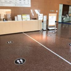 【フロアシート/飛沫感染防止パネル】<br /><br />国立国際美術館 飛沫感染防止対策